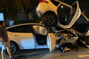 Piloto automático do Tesla Model Y falha e provoca acidente
