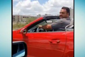 [Vídeo] Motorista compra Mercedes conversível, mas não cabe dentro dele