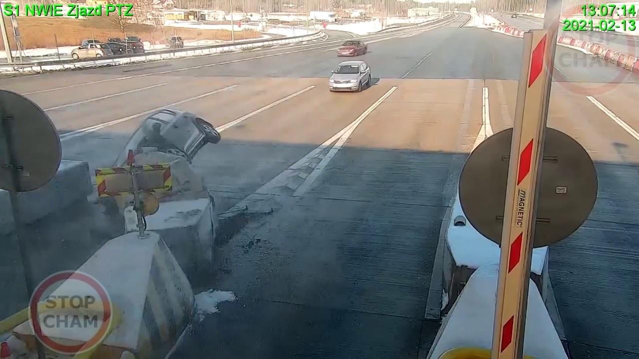 motorista carro da kia bate pedagio polonia