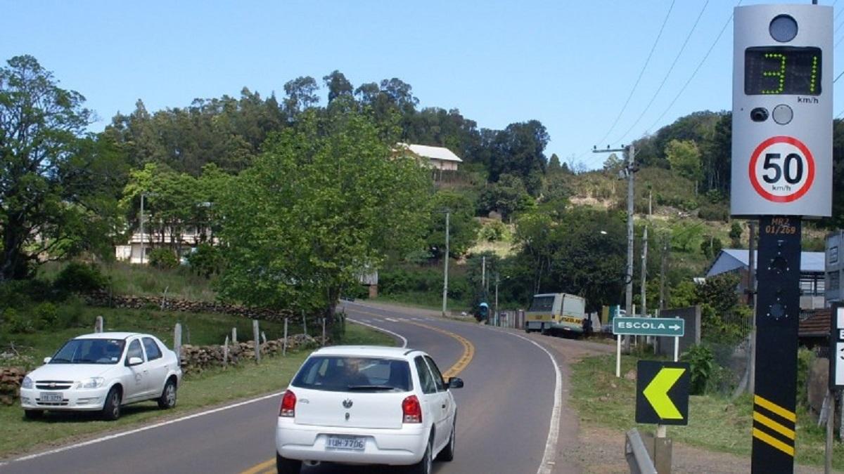 radar eletronico em rodovia proximo a escola foto daer