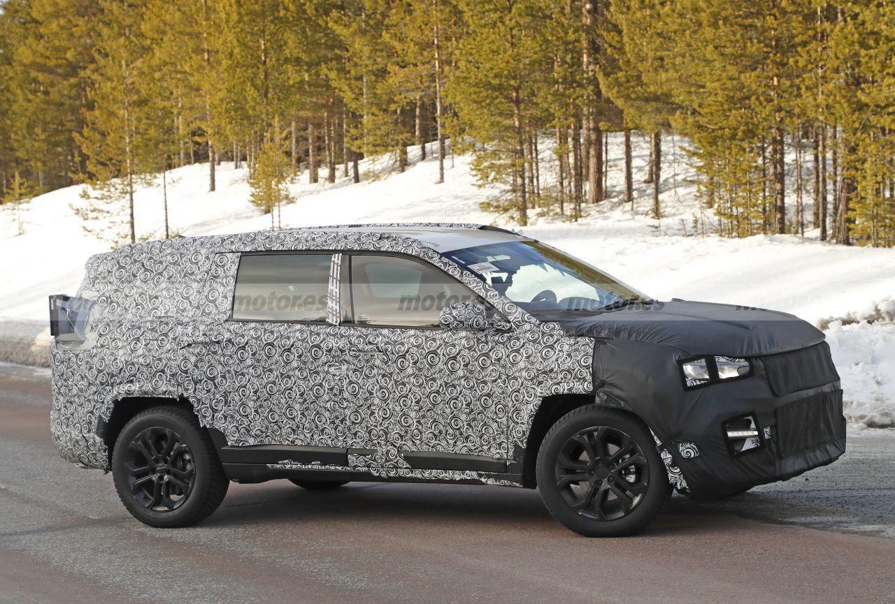 novo suv 7 lugares da jeep flagrado camuflado em testes na europa