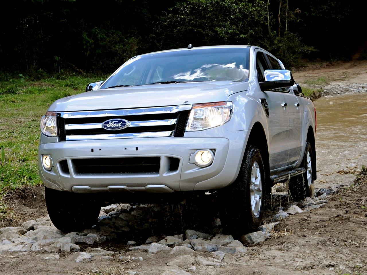 ford ranger 2012 cinza de frente off road