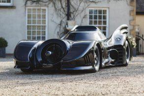 Por R$ 160 mil, prefere um Corolla ou o Batmóvel?