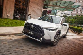 [Vídeo] Corolla Cross x Sedan: vale a pena pagar R$ 20 mil mais pelo SUV?