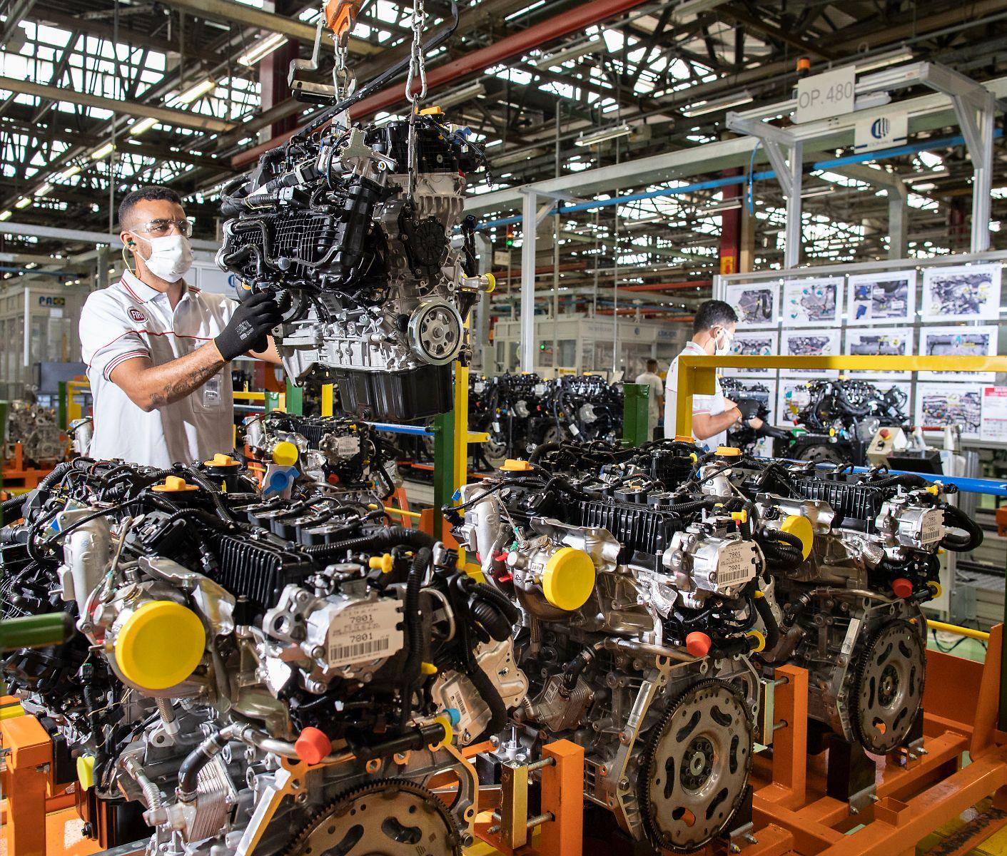 ponta da linha de producao dos motores turbo da fca foto leo lara