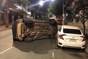 Carro de teste da Jeep se envolve em acidente e capota