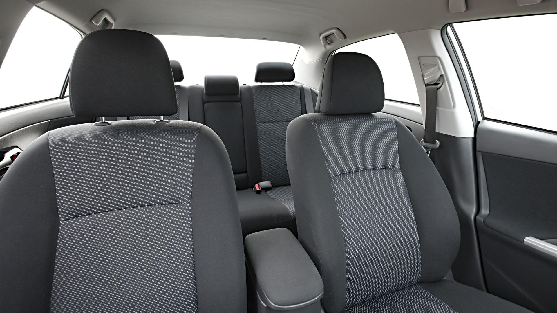 interior carro zero cheiro de novo shutterstock 373766080
