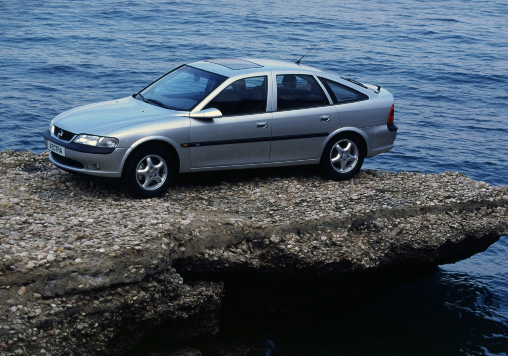 opel vectra hatch prata lateral