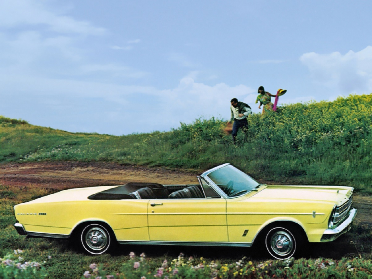 ford galaxie amarelo conversivel 1966 lateral
