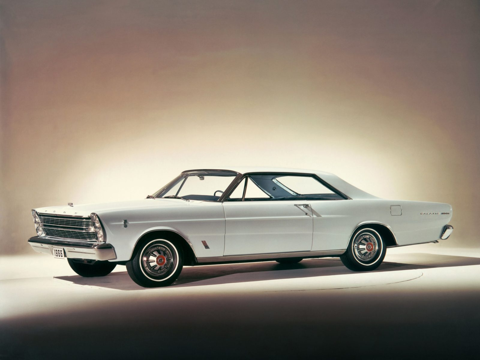 ford galaxie hardtop cope branco 1966 lateral