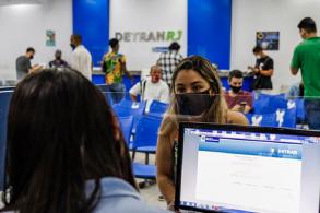 Renovação de CNH, licenciamento e transferência são suspensos pelo Contran