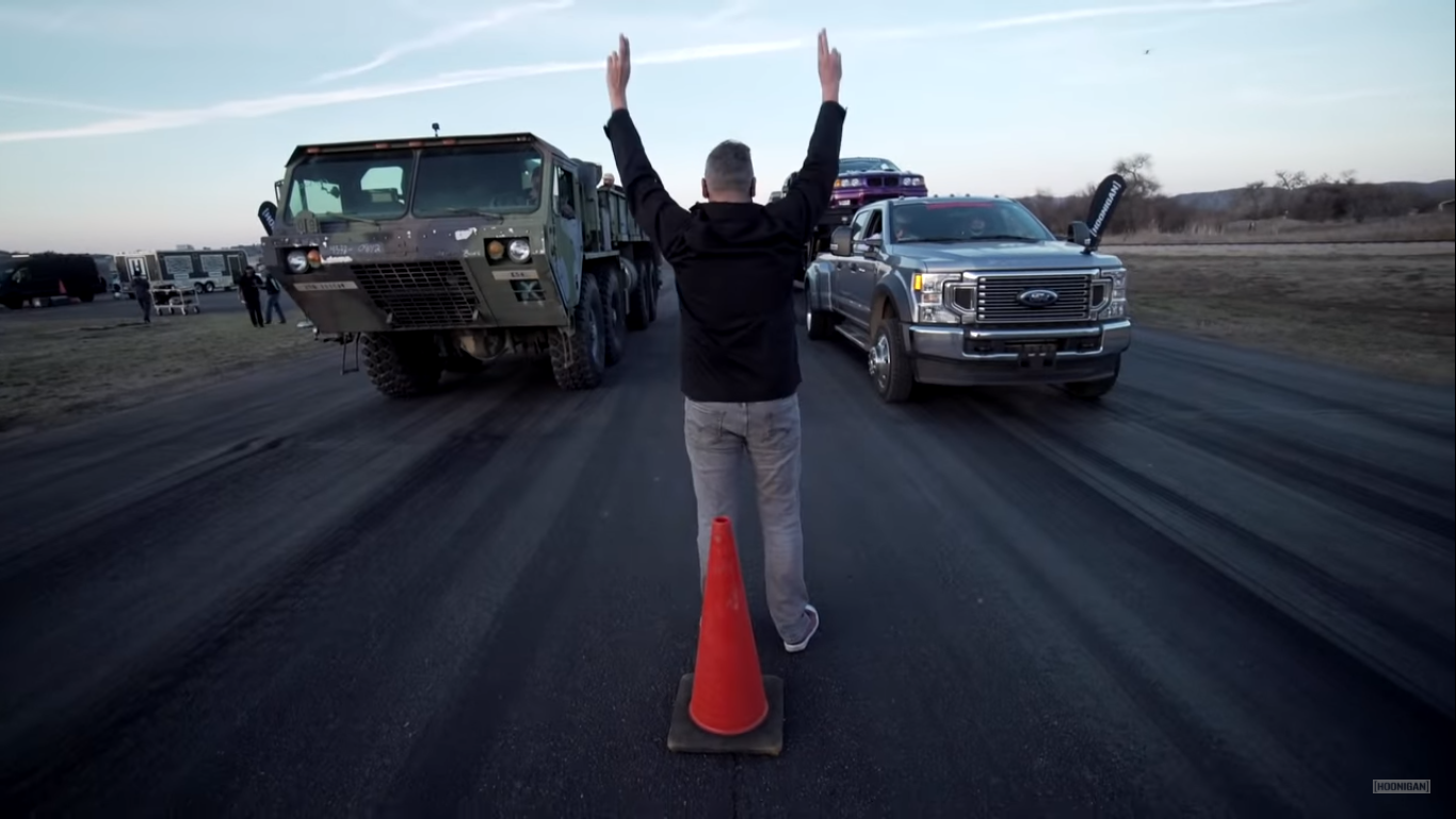 corrida maluca veiculo militar contra ford f 450