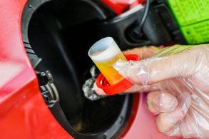 Melhor aditivar a gasolina comum, pois não há fiscalização da ANP