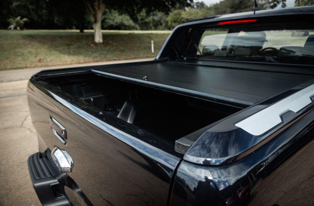 capota da ford ranger black parcialmente aberta
