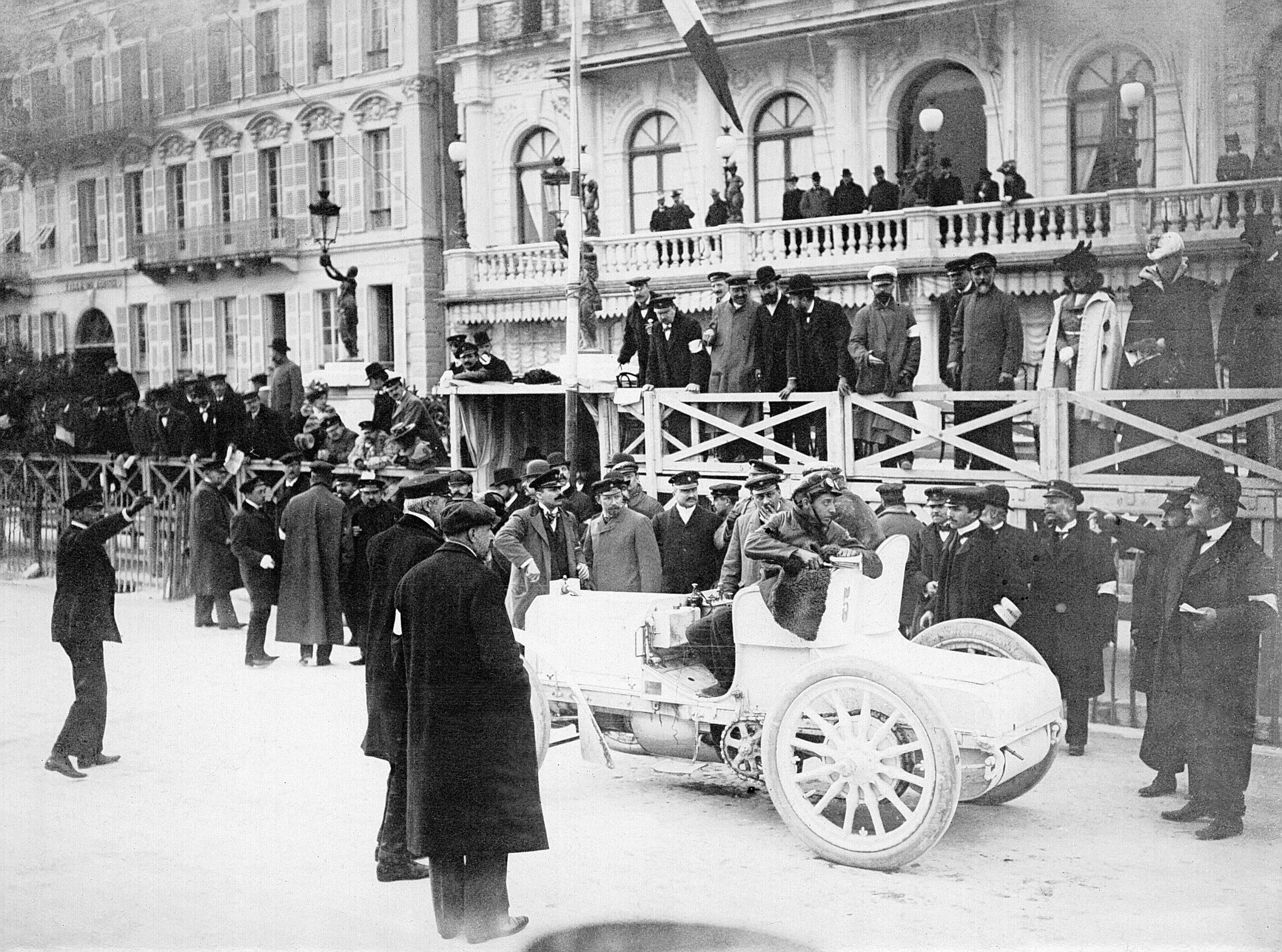 primeiro mercedes fez sua estreia em nice em marco de 1901