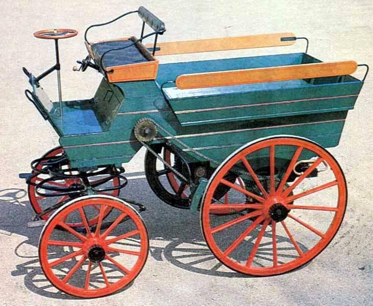 replica do carro construido pelo frances edouard delamare debouteville em 1884