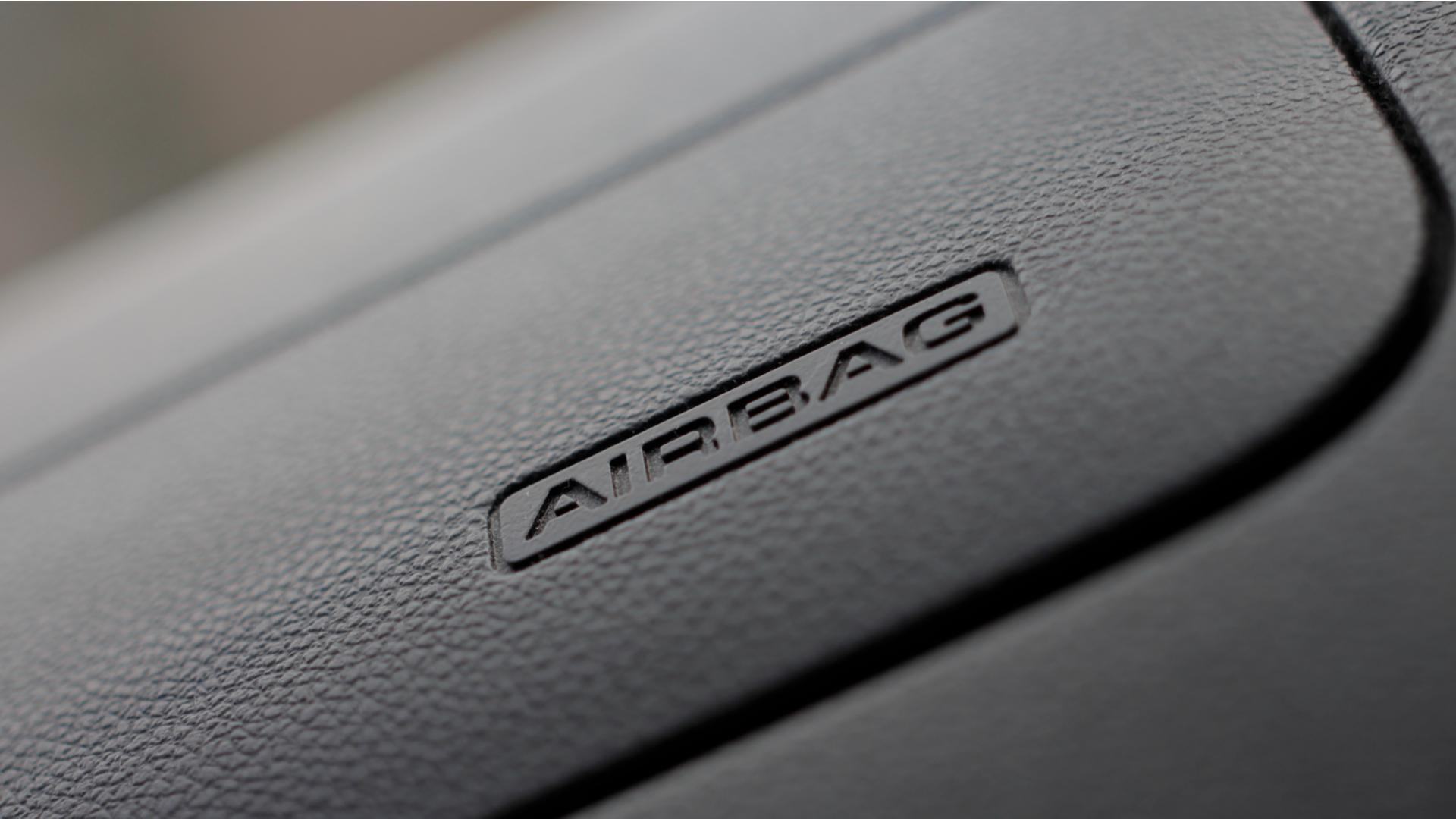 airbags escrito no painel do carro detalhe