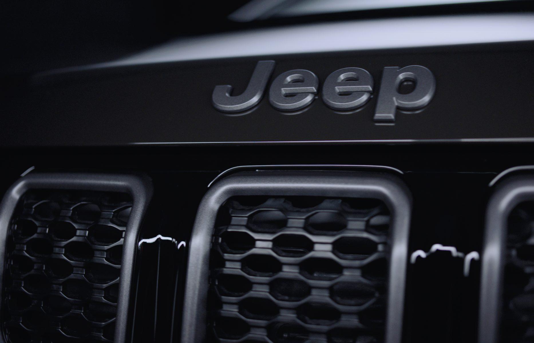 detalhe da grade do novo jeep compass serie especical 80 anos