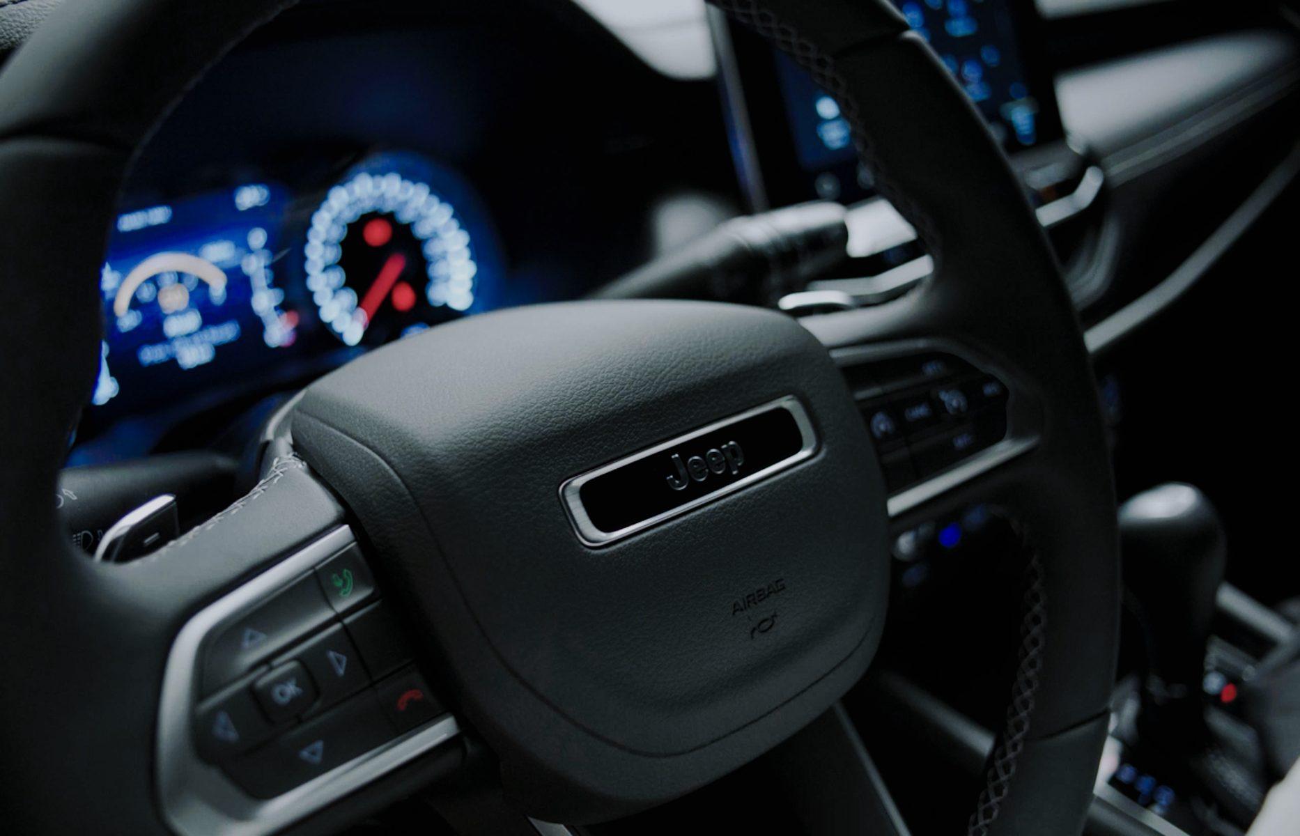 volante do novo jeep compass serie especical 80 anos