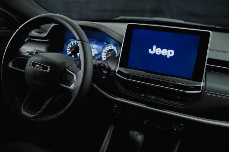 painel do novo jeep compass serie especical 80 anos