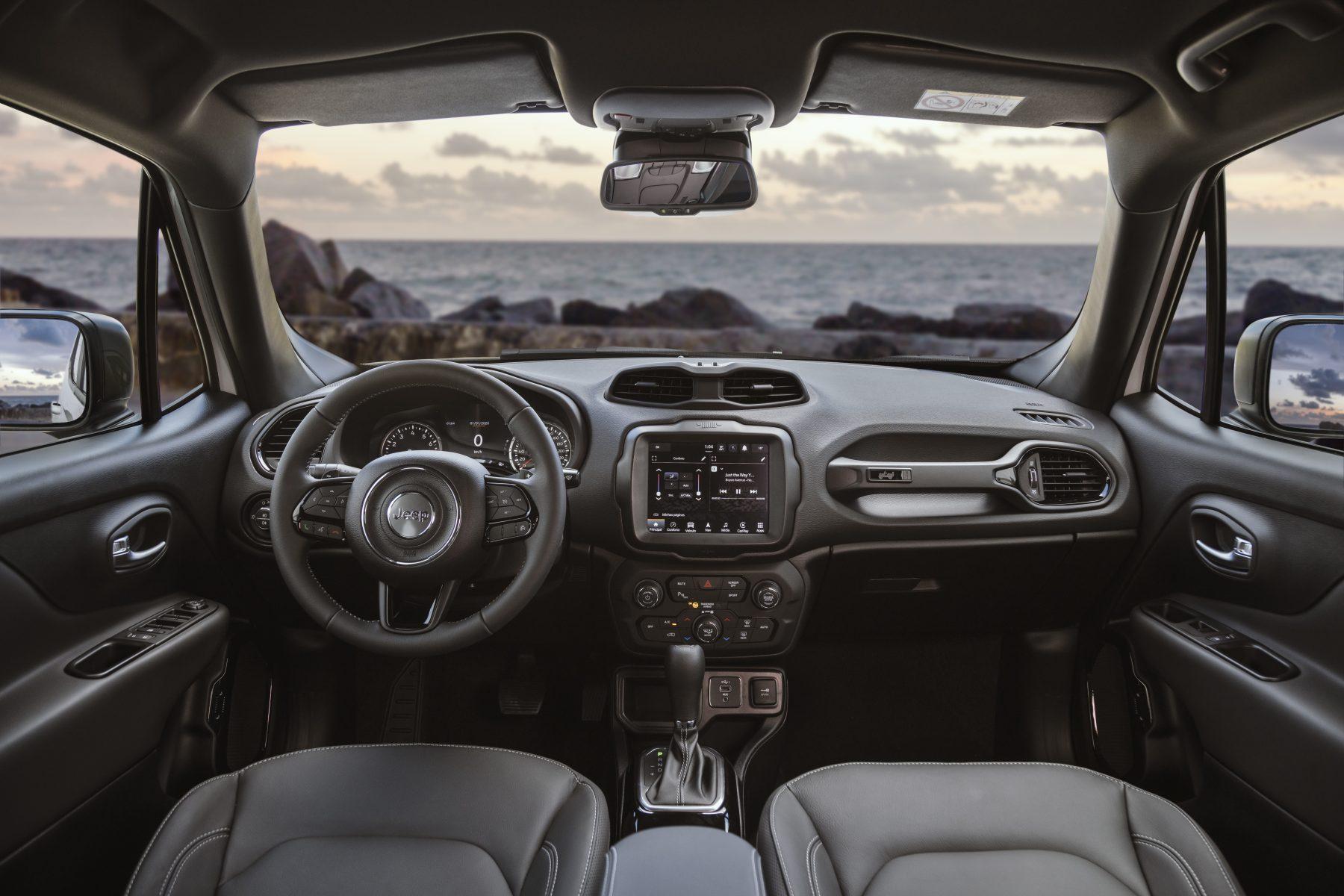 interior do jeep renegade logo renegade serie especial 80 anos com easter egg
