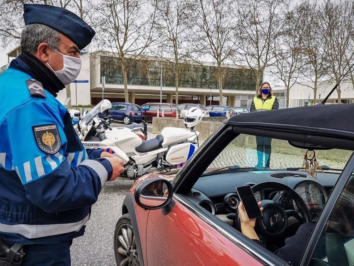 agente transito portugal autuando excesso velocidade