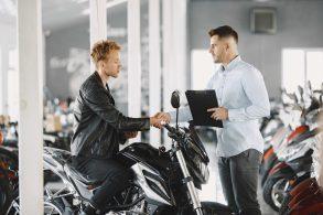 Vai comprar uma moto? Confira 5 dicas para não ter prejuízos