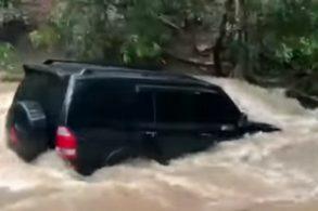 [Vídeo] Mitsubishi Pajero é levado pela correnteza ao atravessar rio
