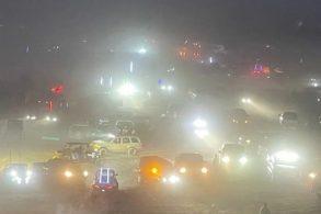 Festa ilegal com 5.000 pessoas e carros off-road gera tumulto e acidentes