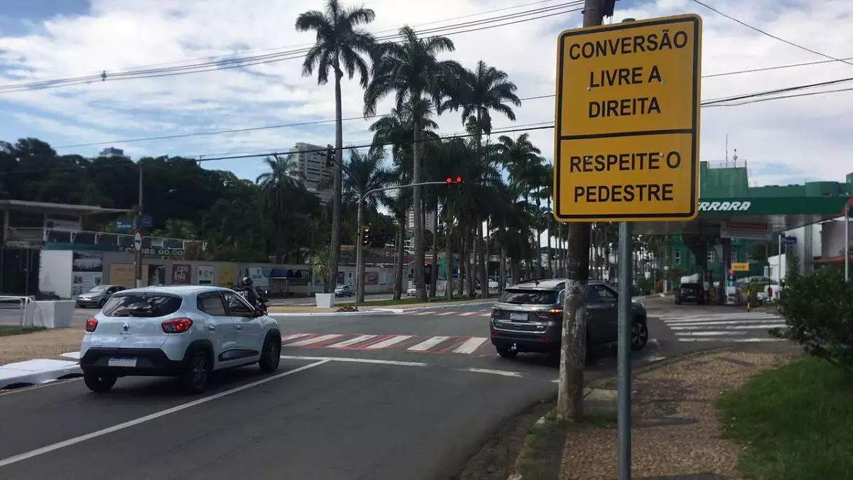 conversao a direita antes de semaforo na avenida brasil florindo cibin