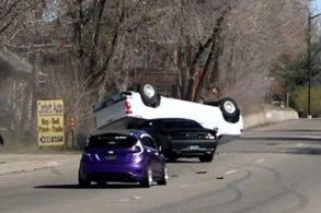[Vídeo] Dodge Challenger Hellcat descontrolado capota GM Silverado