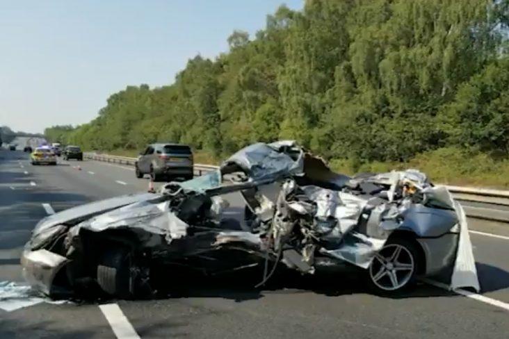mercedes destruido acidente