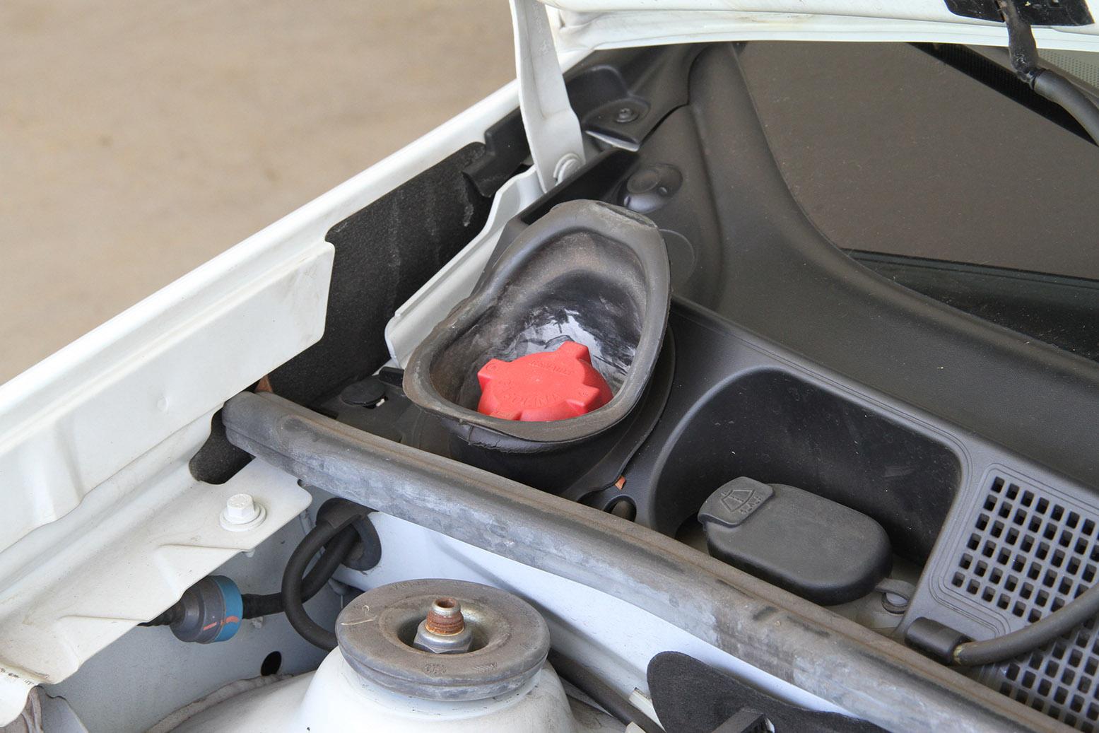 bocal do tanquinho de gasolina do sistema de partida a frio do carro flex credito alexandre carneiro autopapo