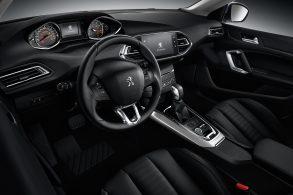 Peugeot 308 perde velocímetro digital devido a racionamento de chips
