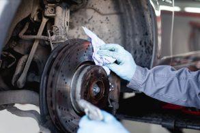 Isto sim é cara de pau: limpeza dos freios!