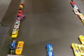 [Vídeo] Carrinhos Hot Wheels recriam corridas da Nascar