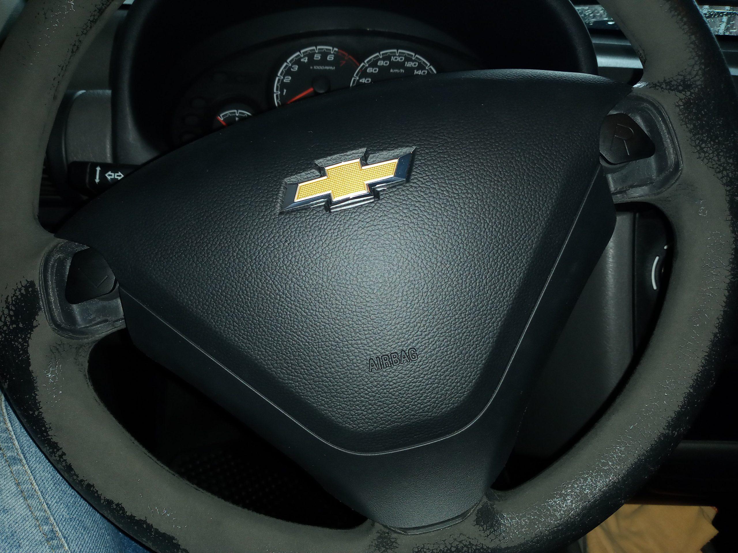 capa de voltante provisoria colocada em chevrolet classic em recall de airbag