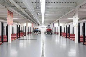 Conheça a casa com 50 vagas na garagem: exagero ou necessidade?