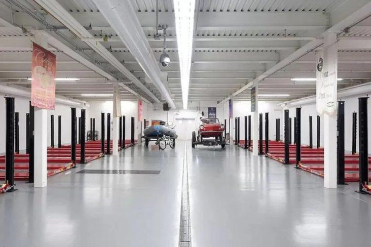 Garagem para carros de coleção na casa em Montana