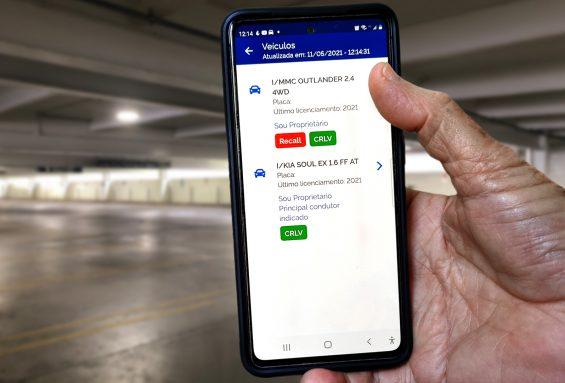 tela de veiculos do aplicativo carteira digital de transito com aviso de recall