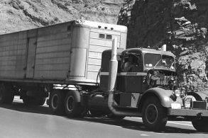 Conheça o incrível caminhão Kenworth movido a turbina da Boeing