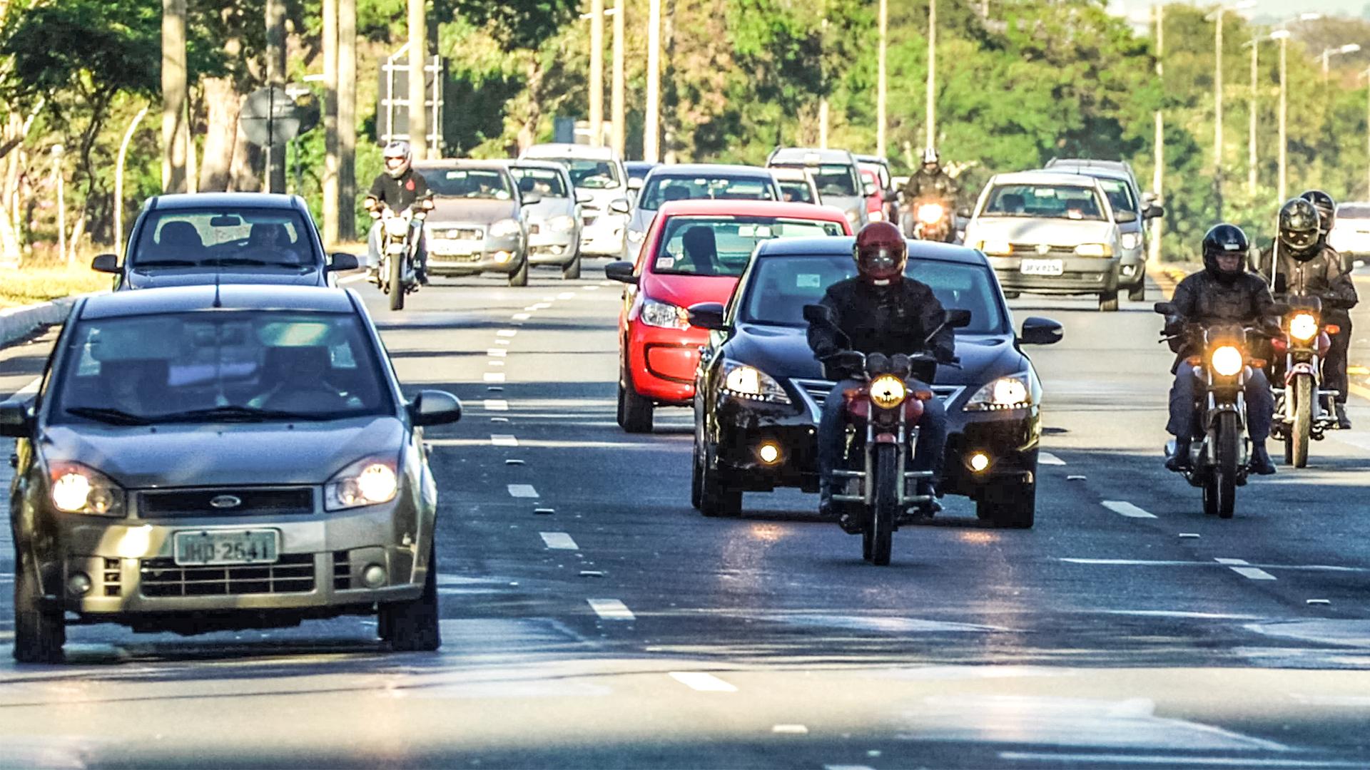 Código de trânsito que obrigava o uso do farol durante o dia é alterada
