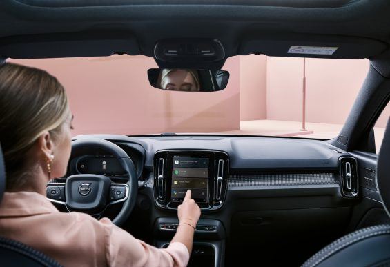 central multimidia do volvo xc40 recharge