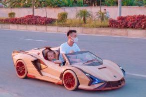 [Vídeo] Pai faz réplica de Lamborghini em madeira para o filho