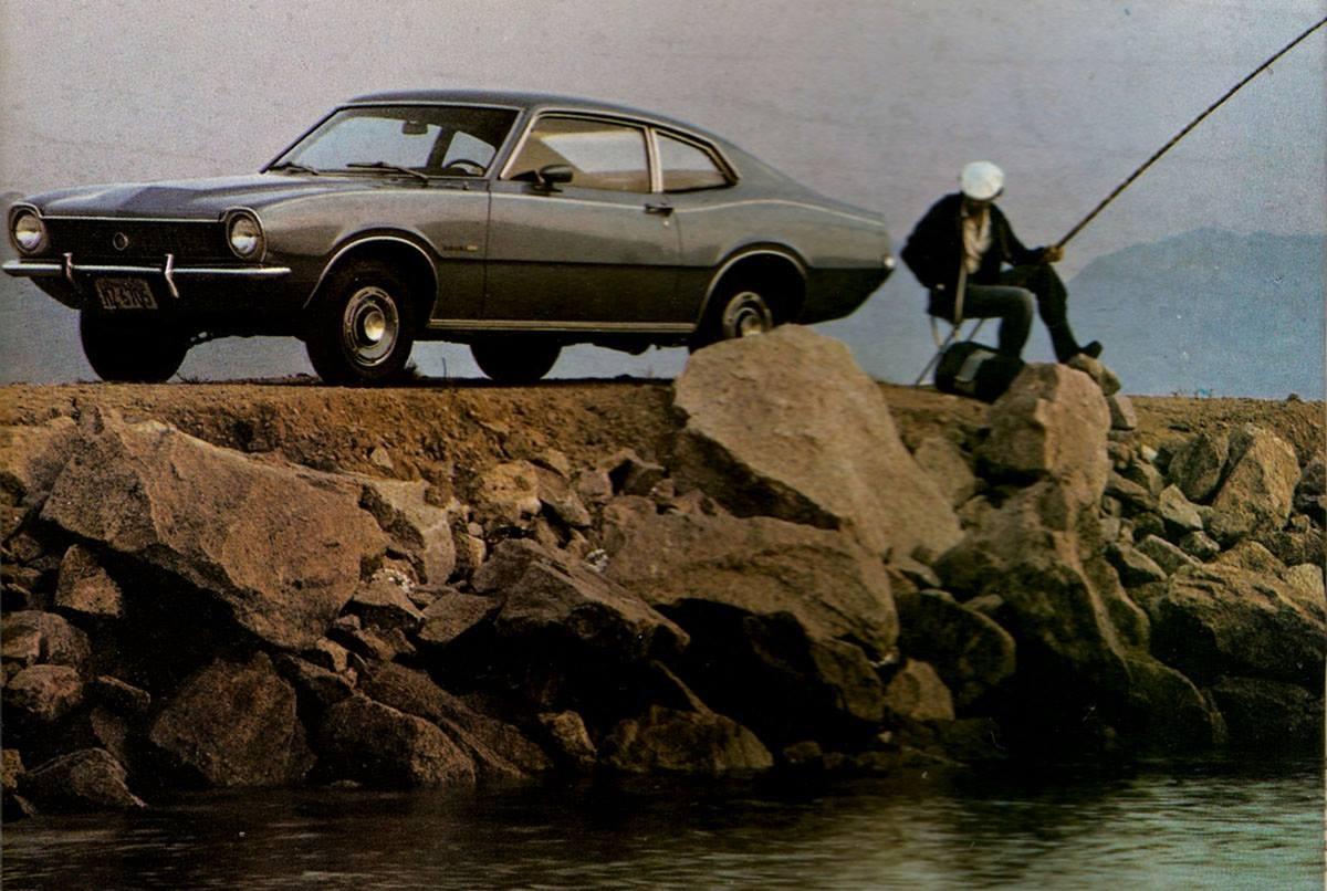 ford maverick super cinza de frente com home pescando