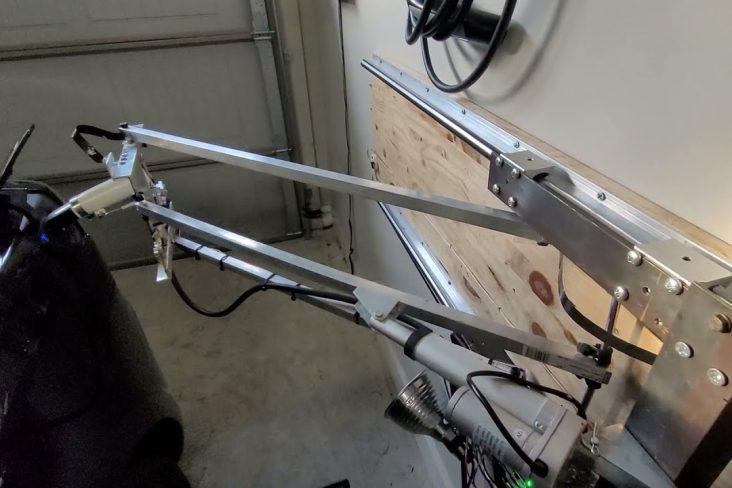Carregador automatizado Tesla Model 3 braço mecânico