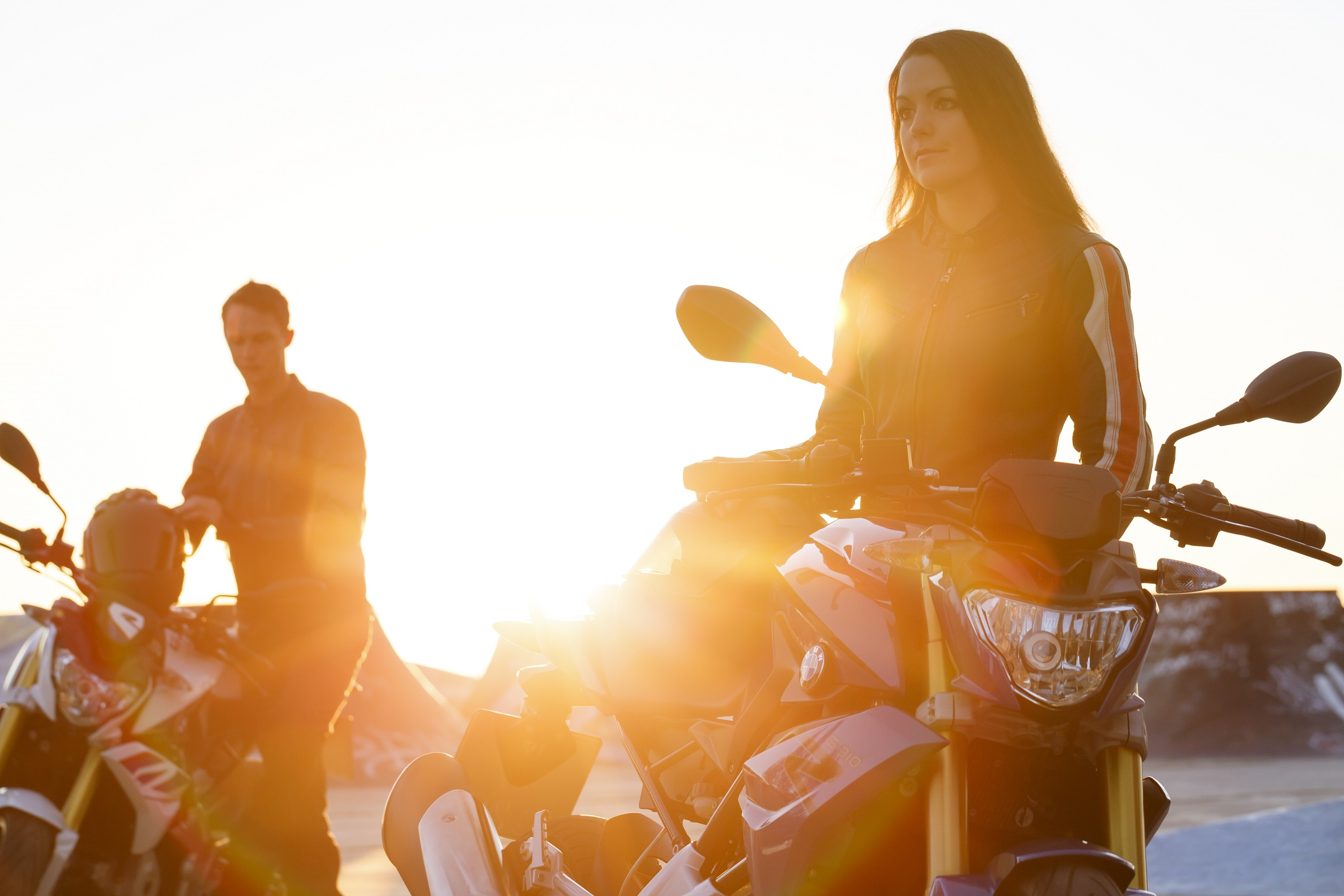 moto bmw g 310 r tem boa aceiracao entre o publico feminino