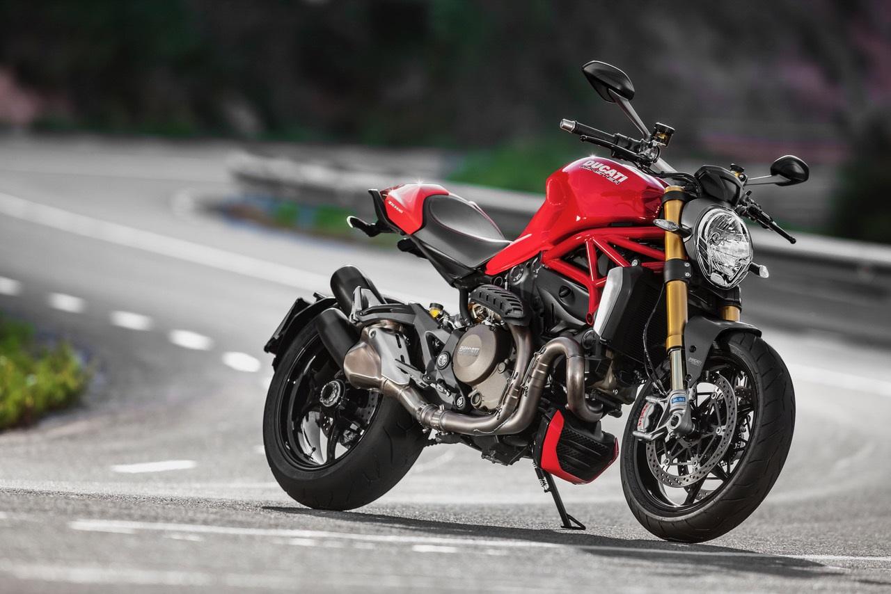 moto ducati monster 1200s vermelha de frente 1