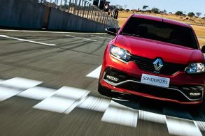 """Renault tem esportivo """"raiz"""", sem enfiar a faca"""