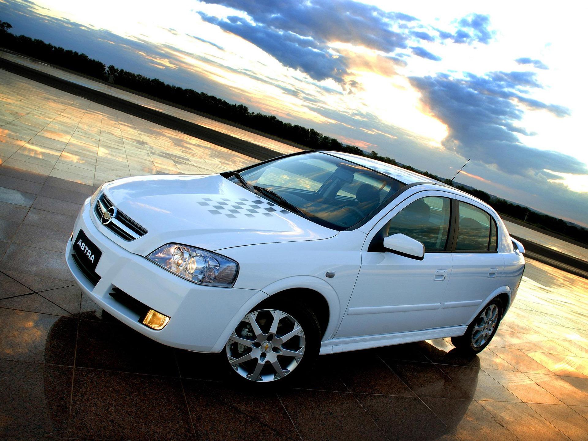 chevrolet astra 2011 branco de frente